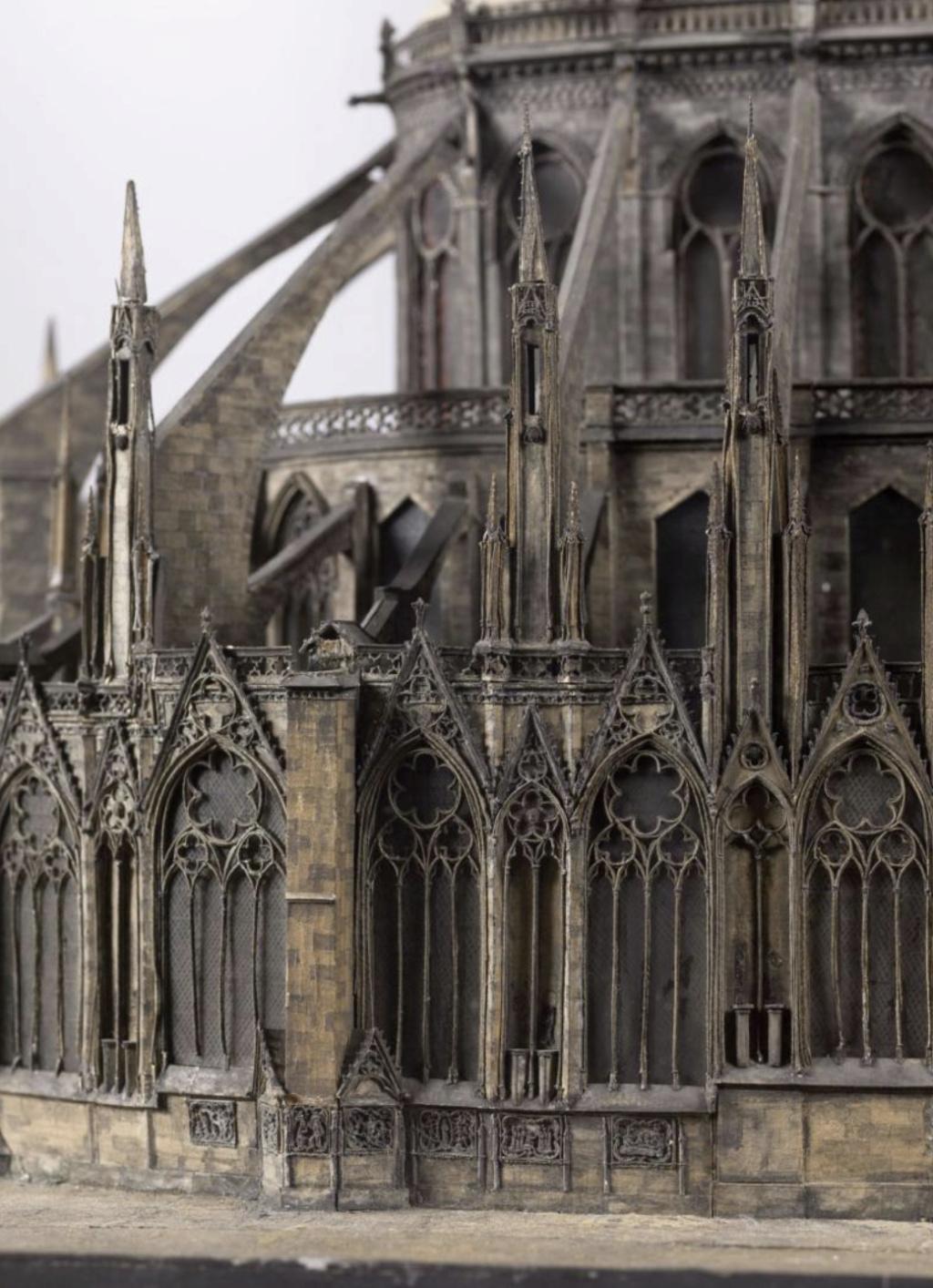 Maquettes historiques de la cathédrale Notre-Dame de Paris Captu944