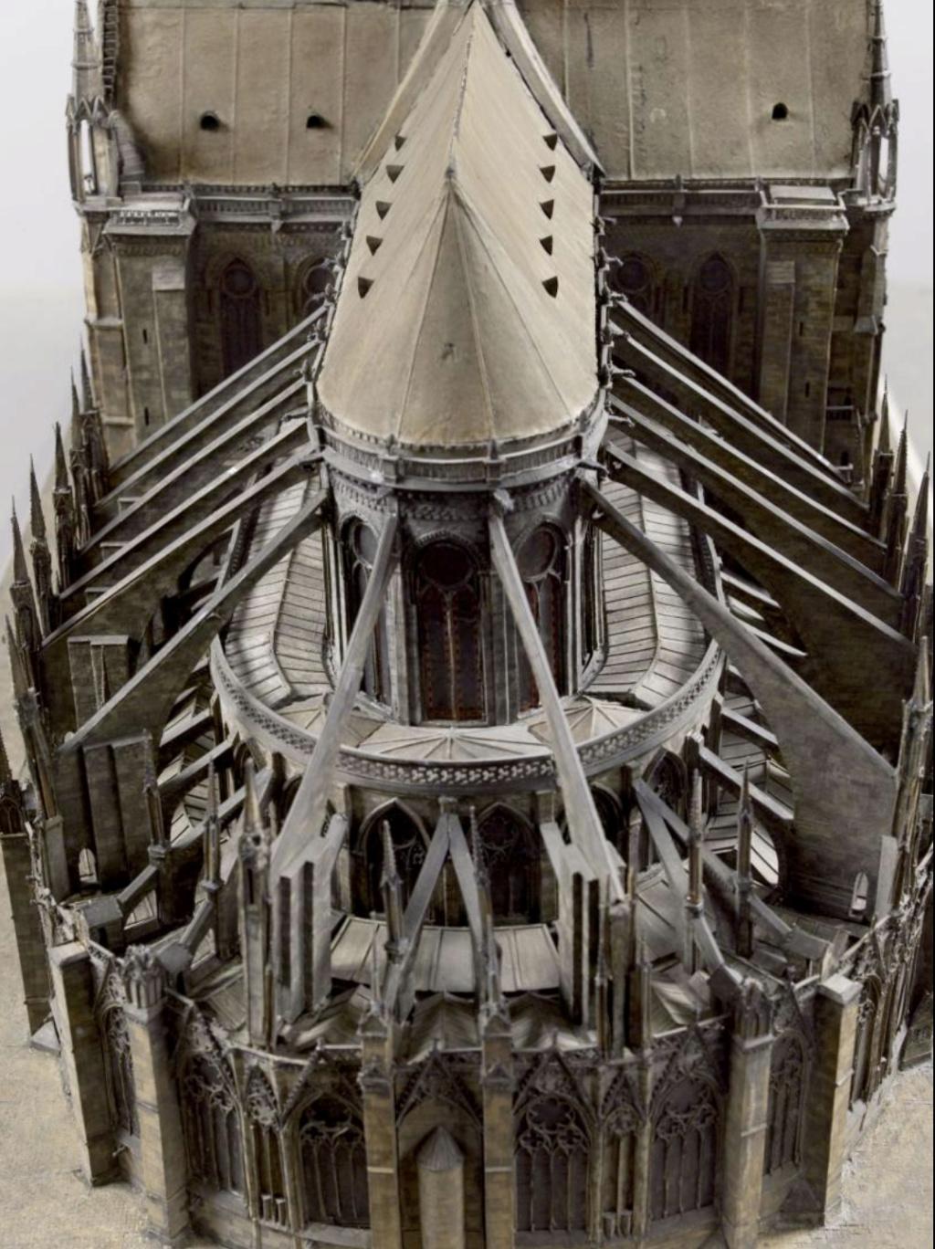 Maquettes historiques de la cathédrale Notre-Dame de Paris Captu945