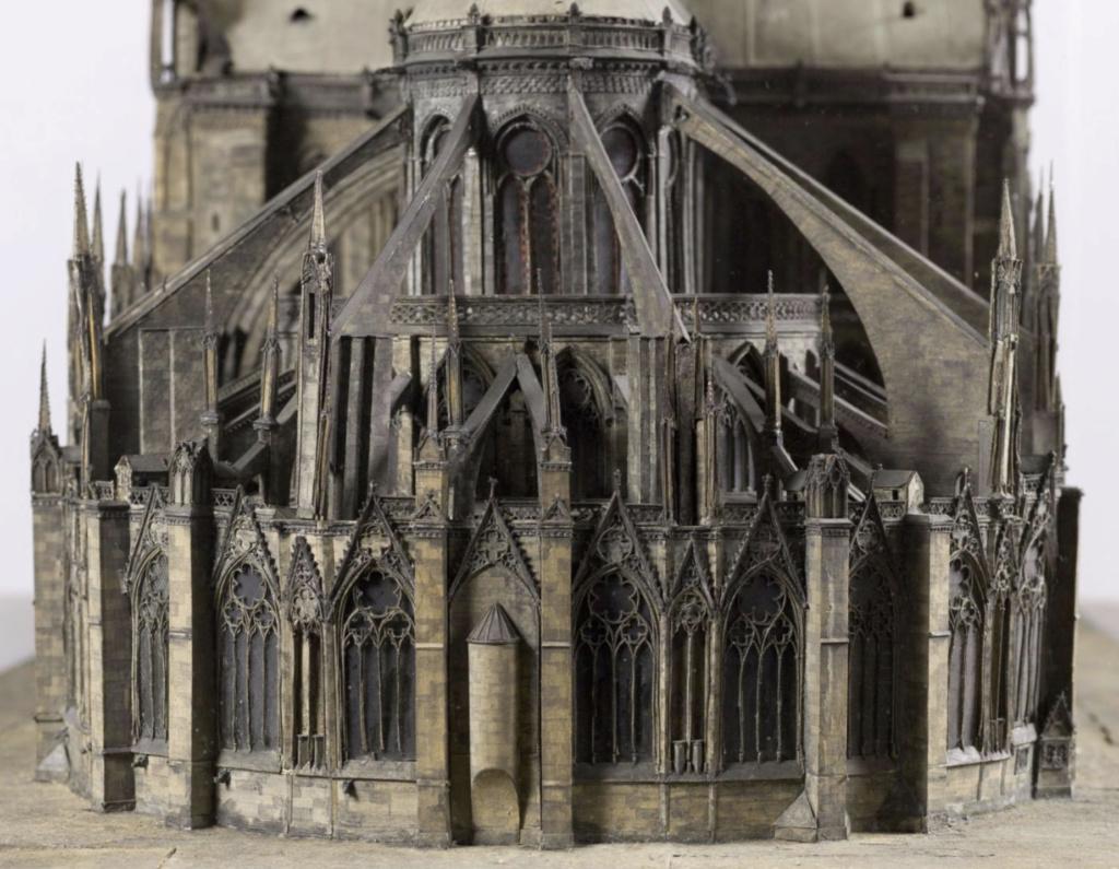 Maquettes historiques de la cathédrale Notre-Dame de Paris Captu946