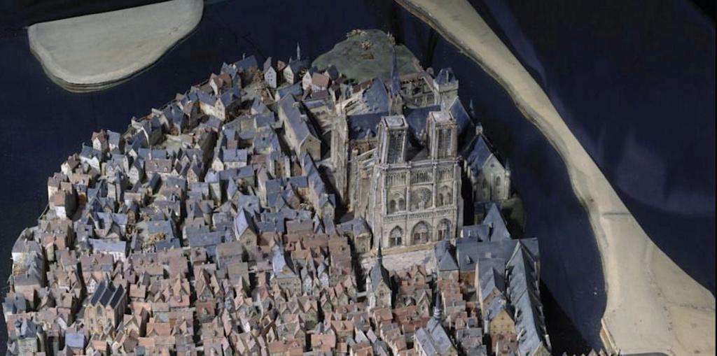 Maquettes historiques de la cathédrale Notre-Dame de Paris Captu948