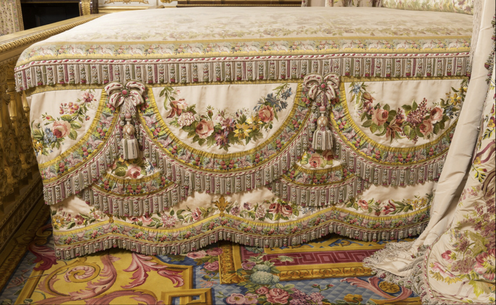 chambre - La chambre de la Reine à Versailles - Page 6 Captu960