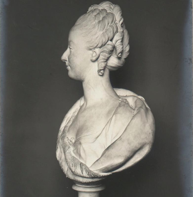 Marie Antoinette, par (et d'après) Louis-Simon Boizot Captur47