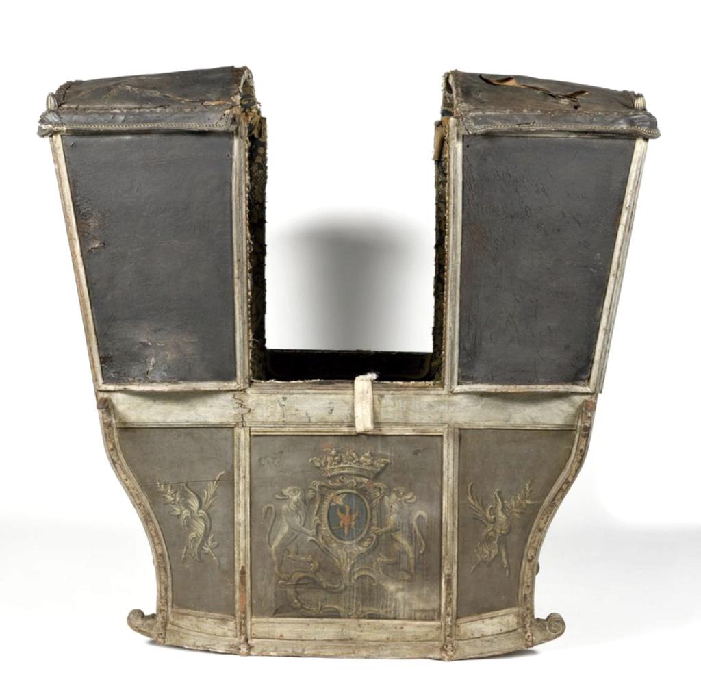 Chaises à porteurs, muletières et palanquins - Page 3 Chaise10