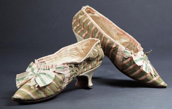 Les souliers et chaussures de Marie-Antoinette  - Page 5 Chau-210