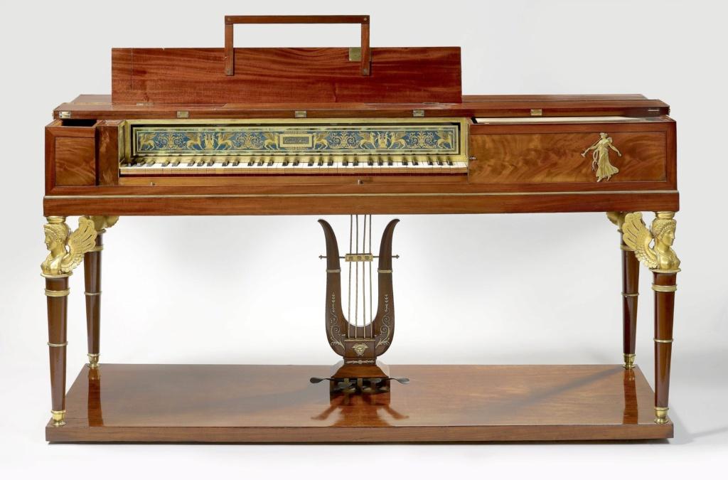Un piano-forte ayant appartenu à Marie-Antoinette ?  Cmim0011