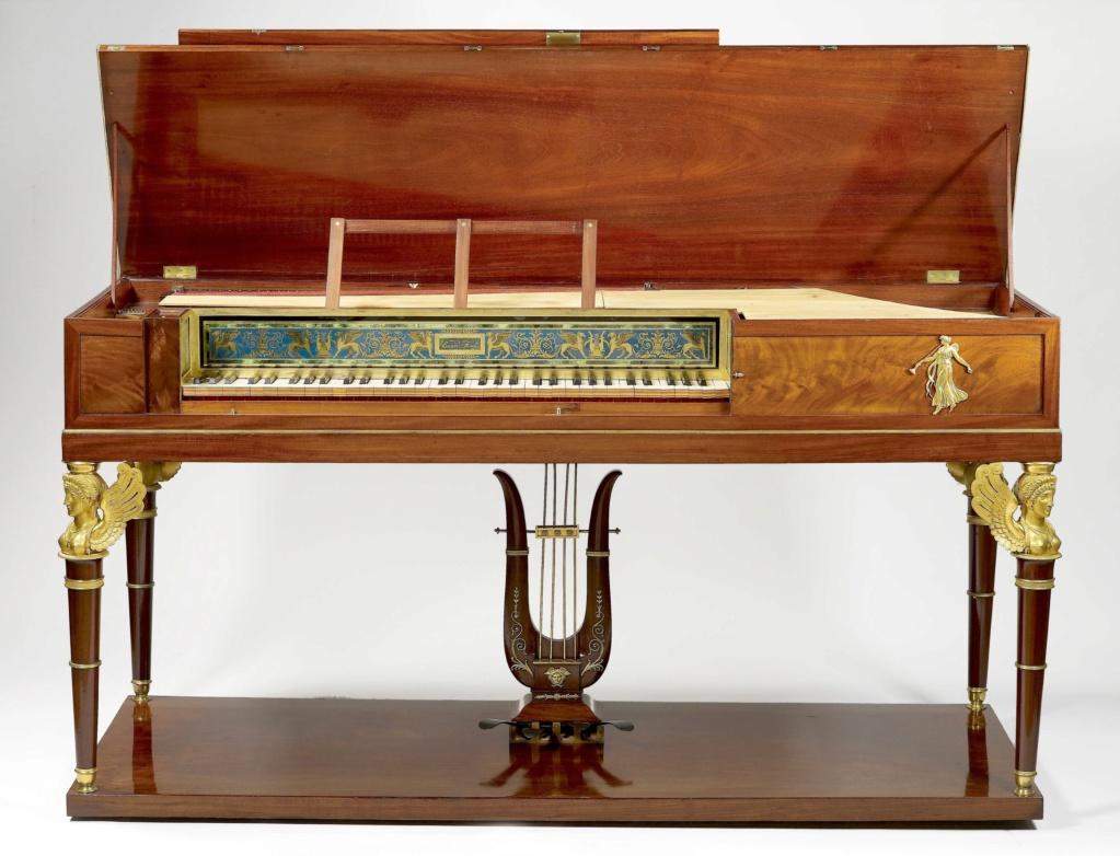 Un piano-forte ayant appartenu à Marie-Antoinette ?  Cmim0014
