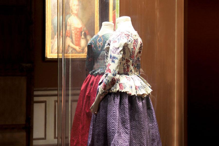 """Exposition """" L'art de vivre en Provence au temps de Fragonard """". Musée provençal du costume et du bijou (Grasse) Collec10"""