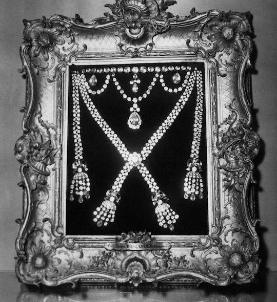 Exposition : Marie-Antoinette à Versailles (1955) - Les bijoux  Collie11