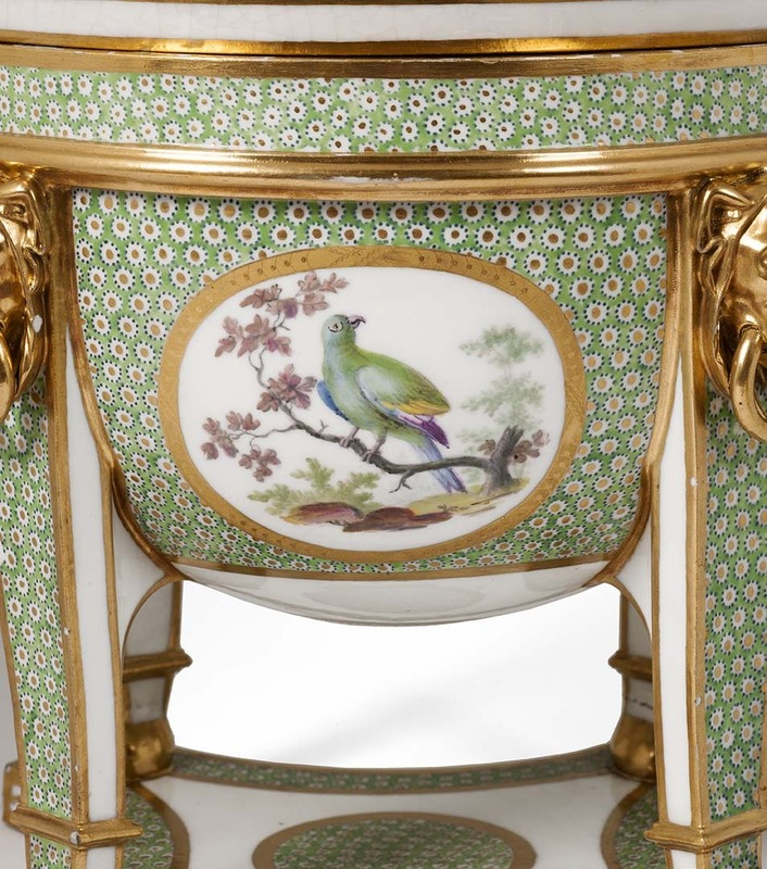 """Seaux à glace """" à trépieds """" en porcelaine de Sèvres  D4e36010"""