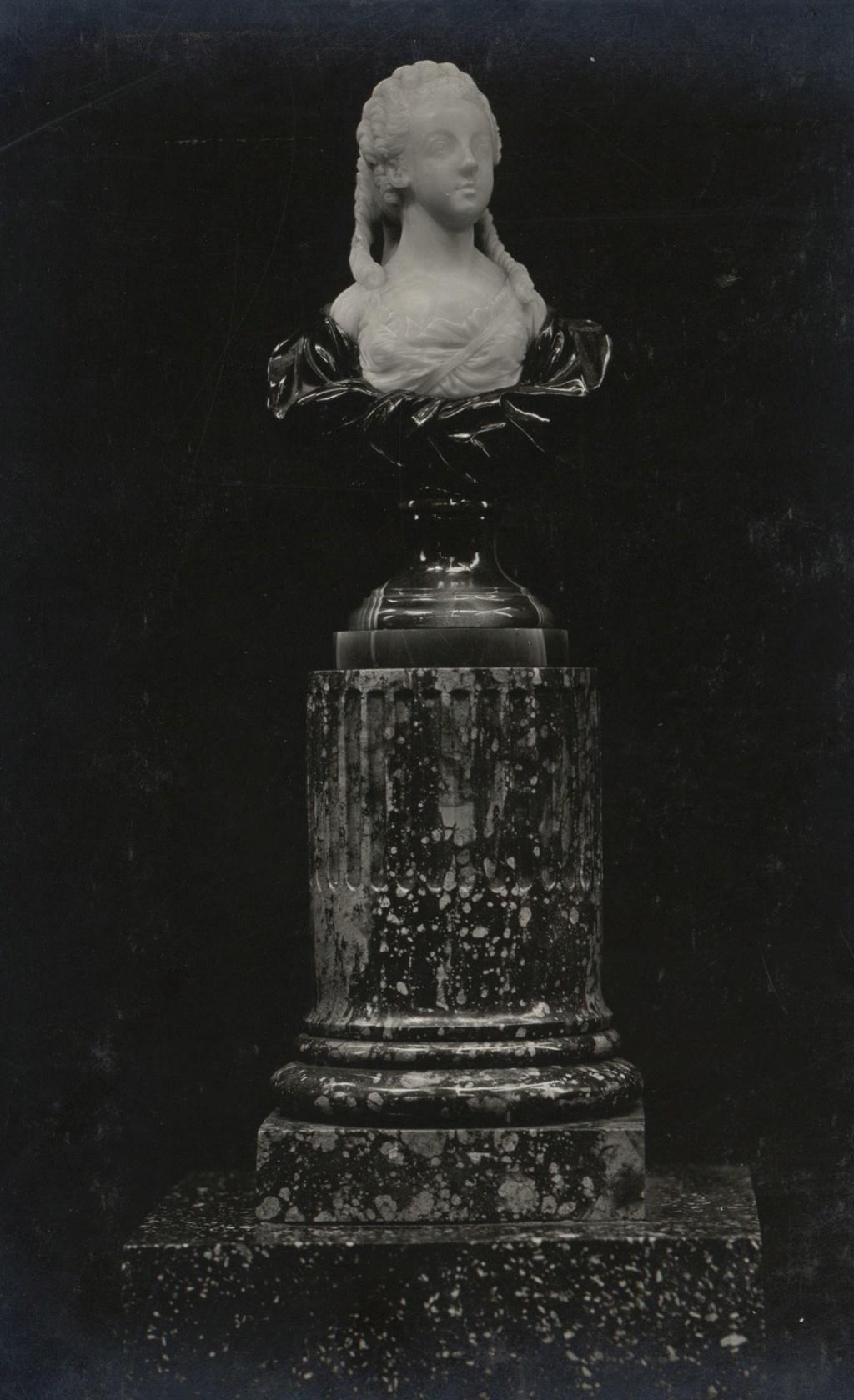 Buste de Marie-Antoinette par Jean-Baptiste Lemoyne D_apre10