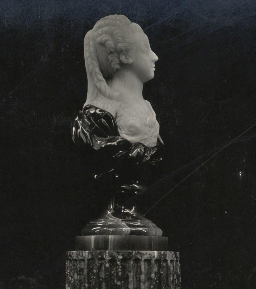 Buste de Marie-Antoinette par Jean-Baptiste Lemoyne Deux_r10
