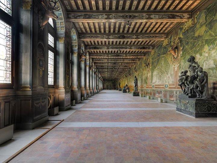 Saint-Hubert, château royal délaissé par Louis XVI Dmr0hk10
