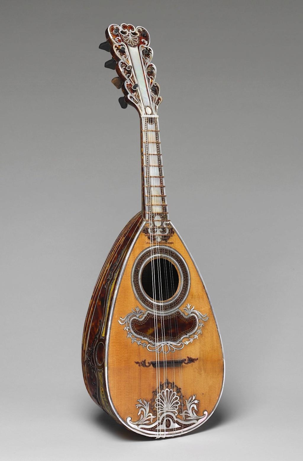 Une guitare-luth (et non pas une mandoline) ayant appartenu à Marie-Antoinette ?  Dp235210