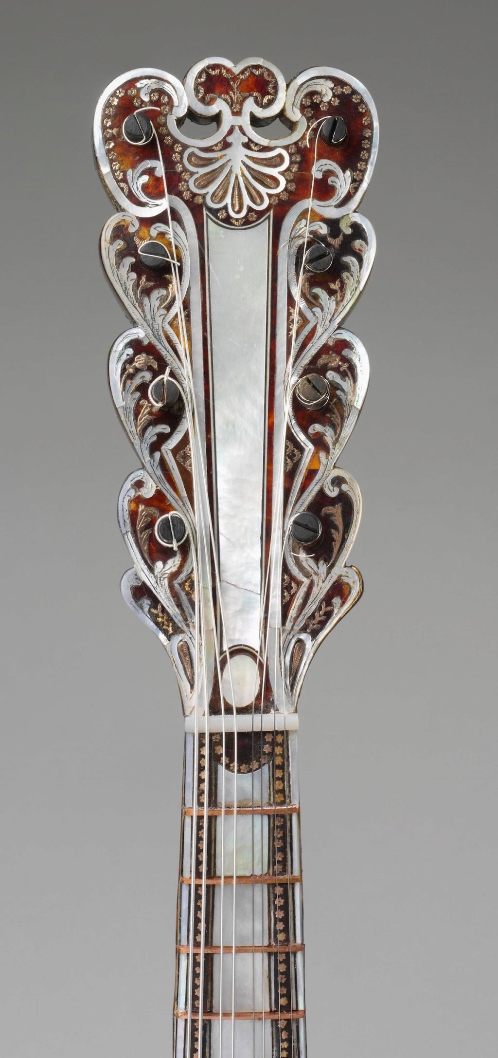 Une guitare-luth (et non pas une mandoline) ayant appartenu à Marie-Antoinette ?  Dp235211