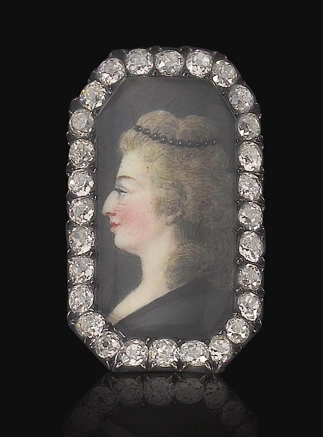 Bijoux de Marie-Antoinette : perles et diamants des Bourbon-Parme - Page 4 Ge180915