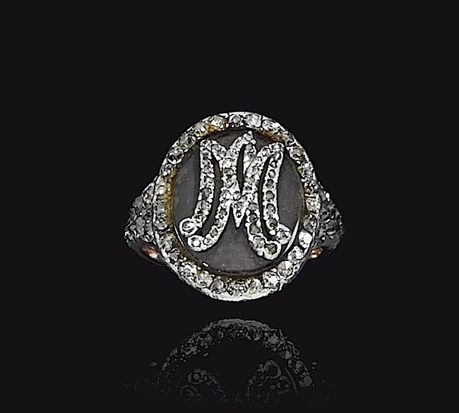 Bijoux de Marie-Antoinette : perles et diamants des Bourbon-Parme - Page 4 Ge180916