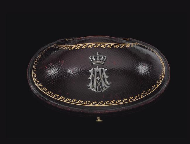 Bijoux de Marie-Antoinette : perles et diamants des Bourbon-Parme - Page 4 Ge180919
