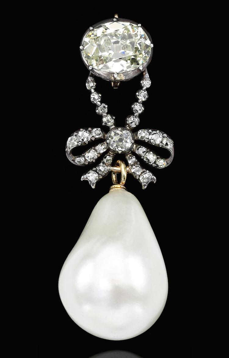 Quatre perles parmi les plus célèbres au monde : La Régente (Perle Napoléon), La Pélégrina, La Pérégrina, La perle de Marie-Antoinette - Page 2 Ge180924