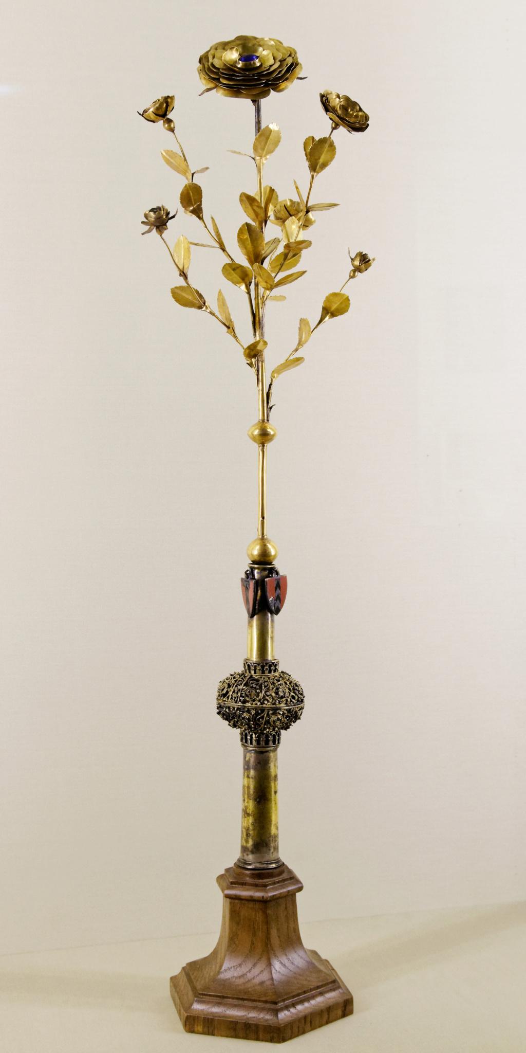 Les Roses d'or ou Roses bénites. L'exemplaire offert par le pape Clément XIV à la reine Marie-Caroline de Naples Golden10