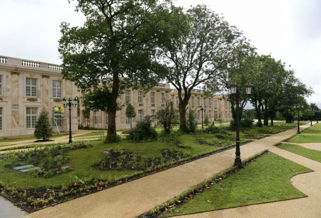 Le domaine et château de Marly - Page 4 Hotel_11