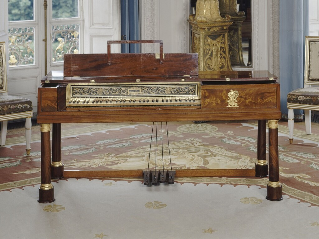 Un piano-forte ayant appartenu à Marie-Antoinette ?  Image185
