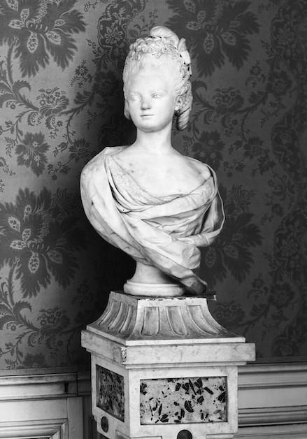 Buste de Mme Adélaïde, de Mme Clotilde, ou d'une inconnue (mais non pas de Marie-Antoinette) par Vavasseur ?  Image259