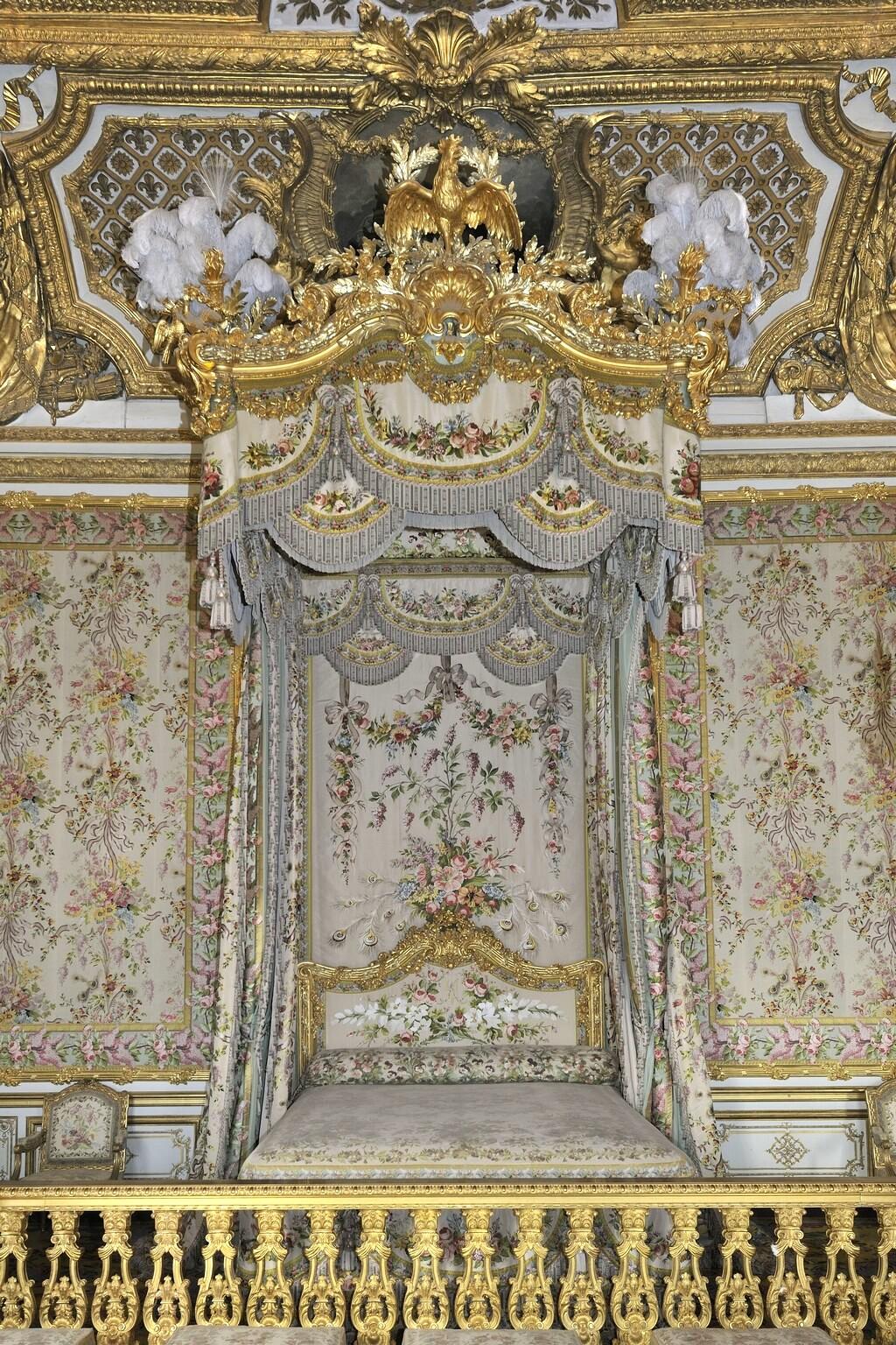 chambre - La chambre de la Reine à Versailles - Page 2 Image271