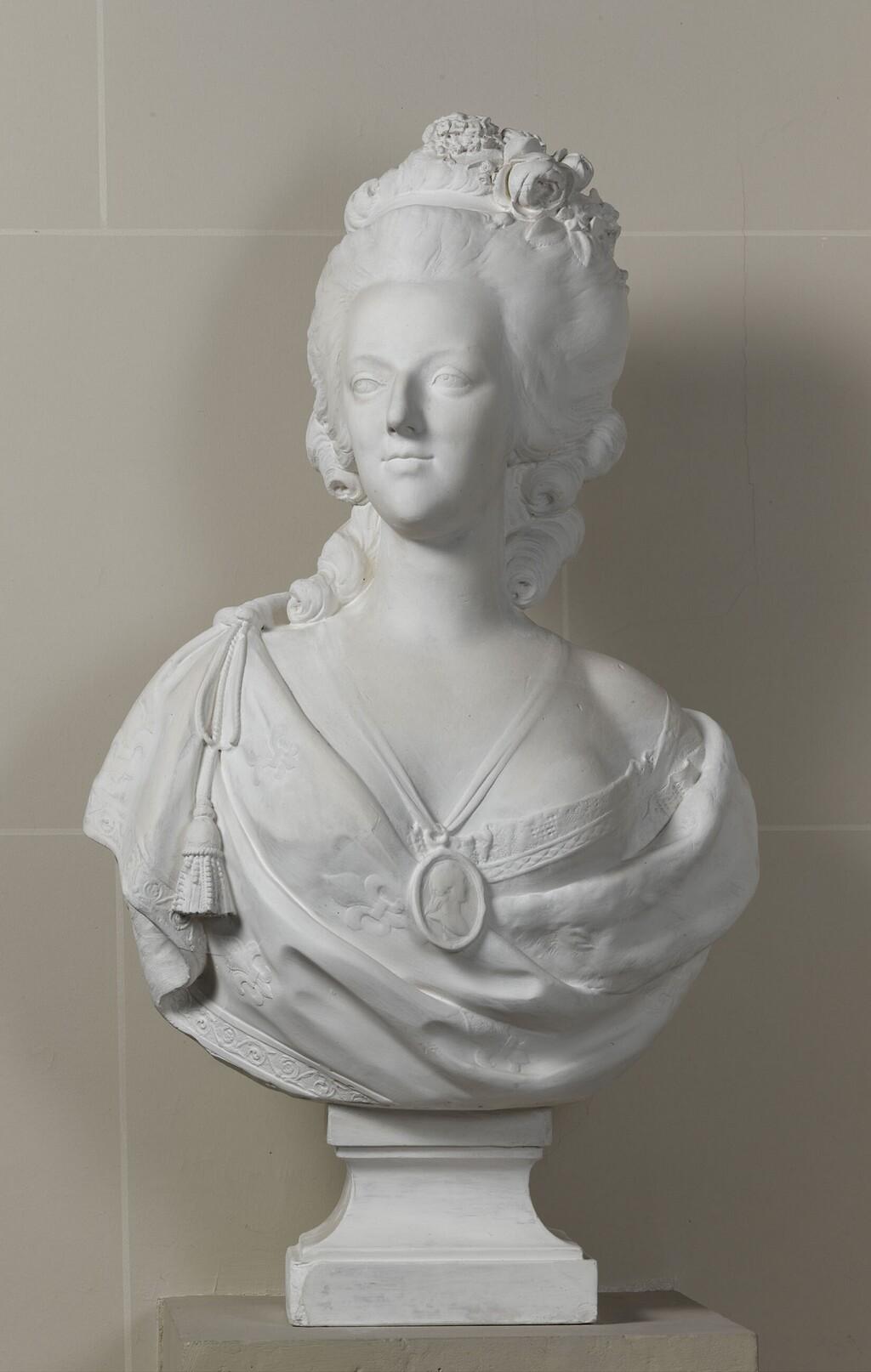 Bustes de Marie Antoinette par et d'après Félix Lecomte Image355