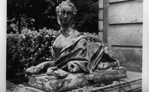 Marie-Antoinette en sphinge ?  Img-1-10