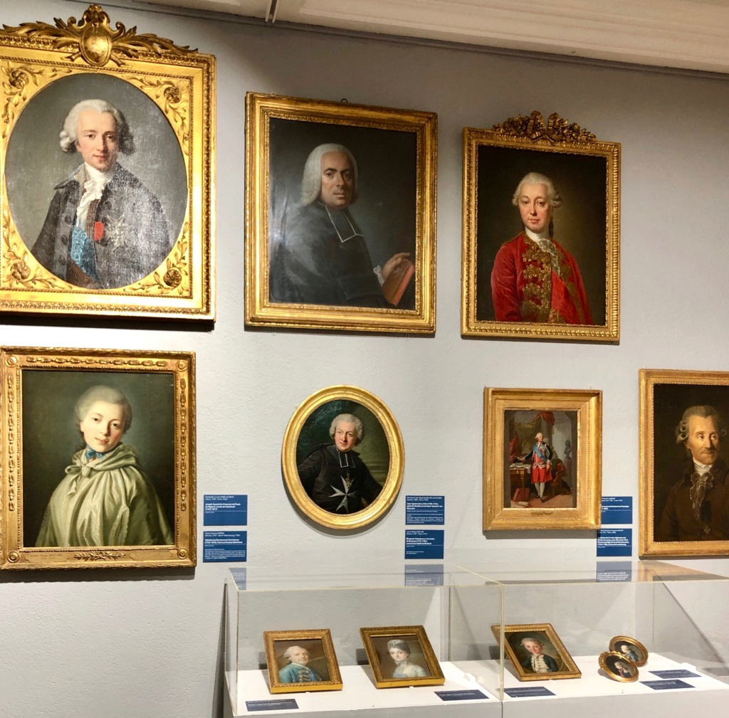 Cent portraits pour un siècle. Exposition au Musée Lambinet (Versailles) et Palais Lascaris (Nice) - Page 2 Img_0421