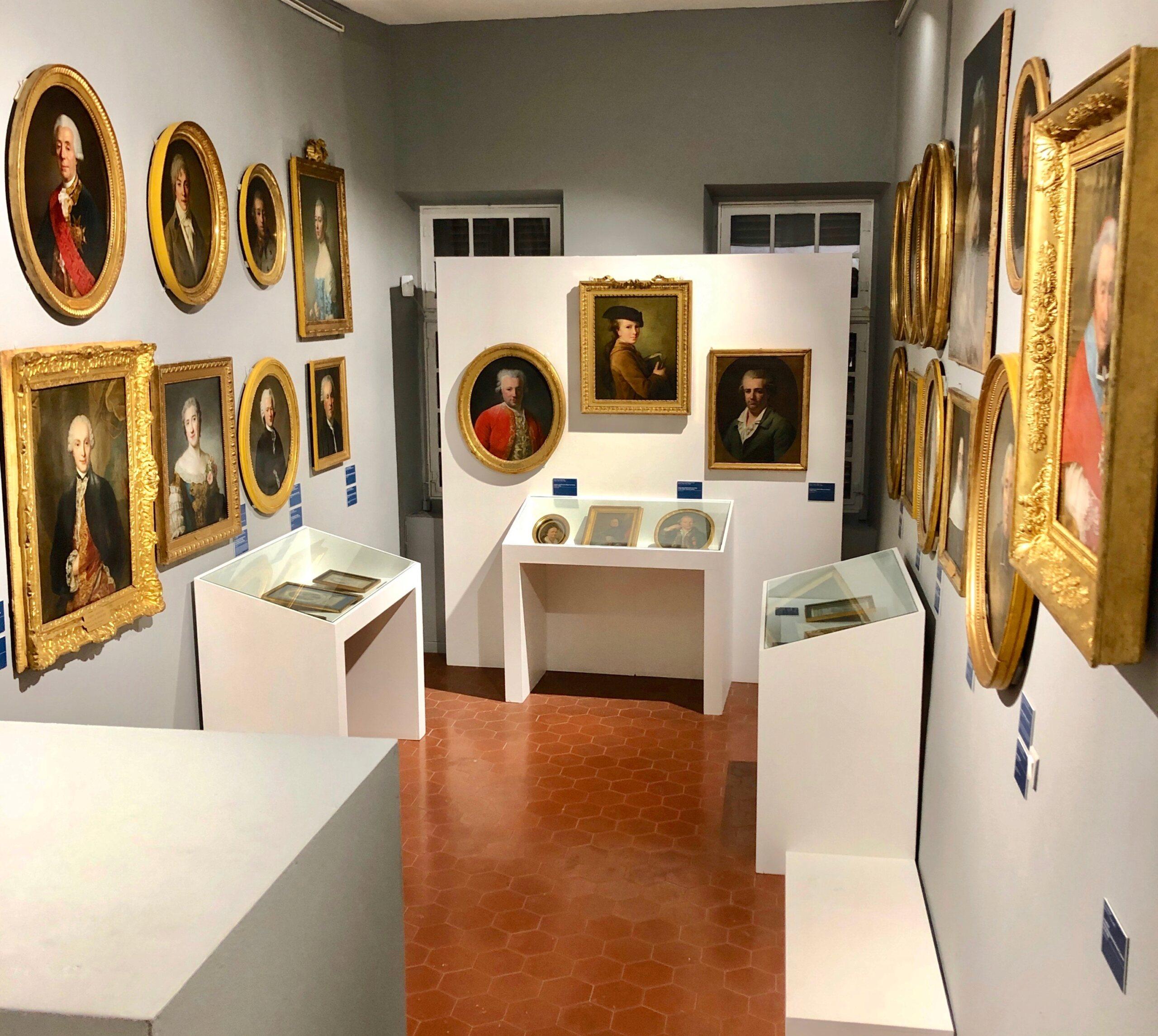 Cent portraits pour un siècle. Exposition au Musée Lambinet (Versailles) et Palais Lascaris (Nice) - Page 2 Img_0437