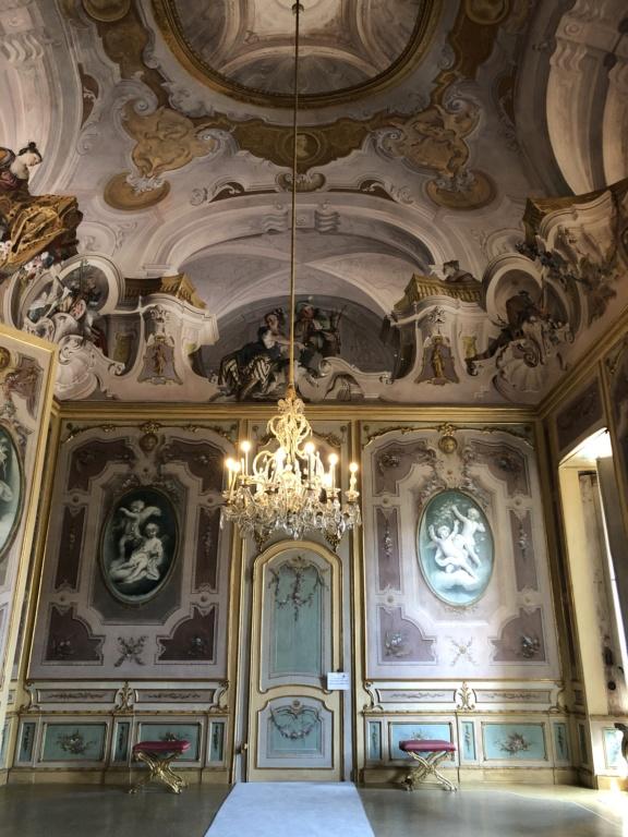 Saint-Hubert, château royal délaissé par Louis XVI Img_5718