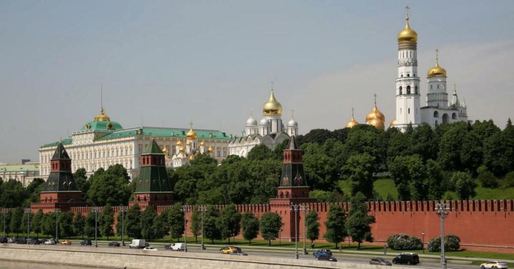 A voir ou revoir en vidéo, replay (hors XVIIIe siècle) - Page 6 Kremli10