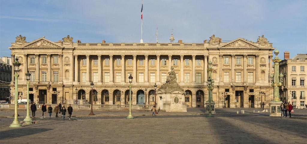 Le Garde Meuble Royal, actuel Hôtel de la Marine, à Paris - Page 3 La-fac10
