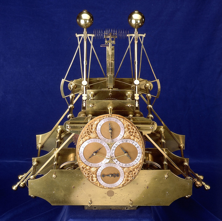 Latitudes et longitudes, les instruments de mesure du temps pour les voyages : chronomètre de marine, cadrans solaires et boussoles du XVIIIe siècle Large-10