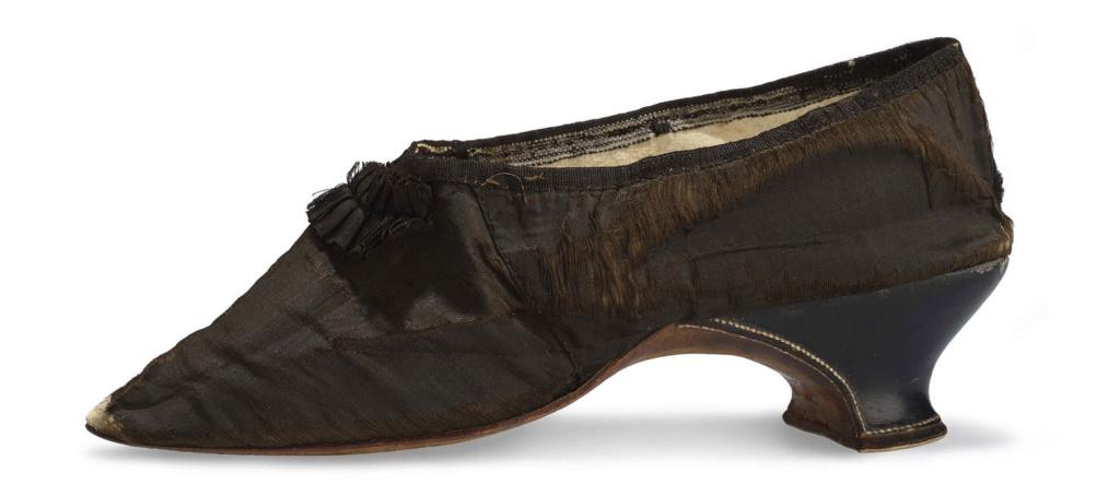 Les souliers et chaussures de Marie-Antoinette  - Page 5 Louvre25