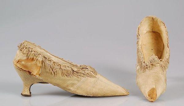 Les souliers et chaussures de Marie-Antoinette  - Page 5 Main-i31