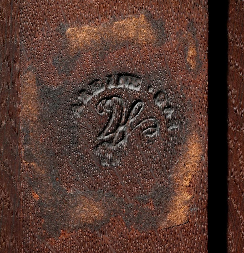 Marques du mobilier et sceau du Garde-Meuble de la reine Marie-Antoinette Main-i44