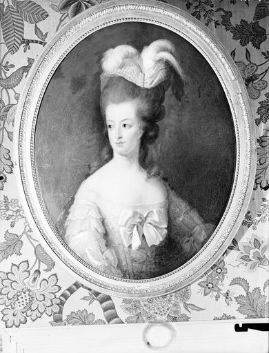 Marie-Antoinette en buste par et d'après Mme Vigée-Lebrun (1778) Marie-60