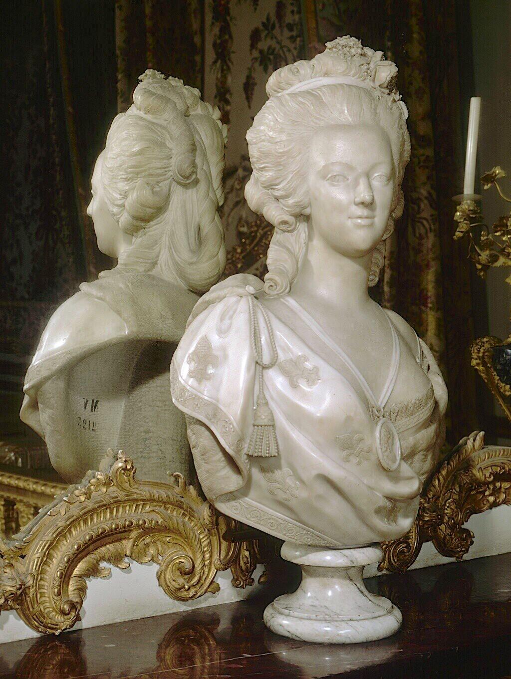 Bustes de Marie Antoinette par et d'après Félix Lecomte Marie105