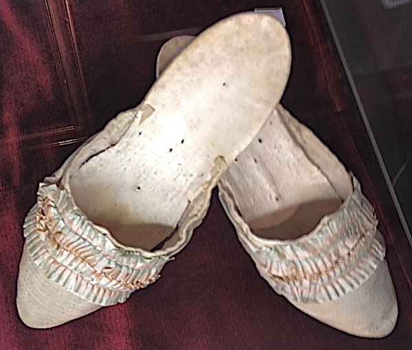 Les souliers et chaussures de Marie-Antoinette  - Page 5 Marie106