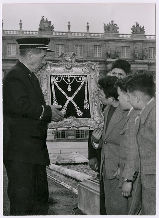 Exposition : Marie-Antoinette à Versailles (1955) - Les bijoux  Marie112