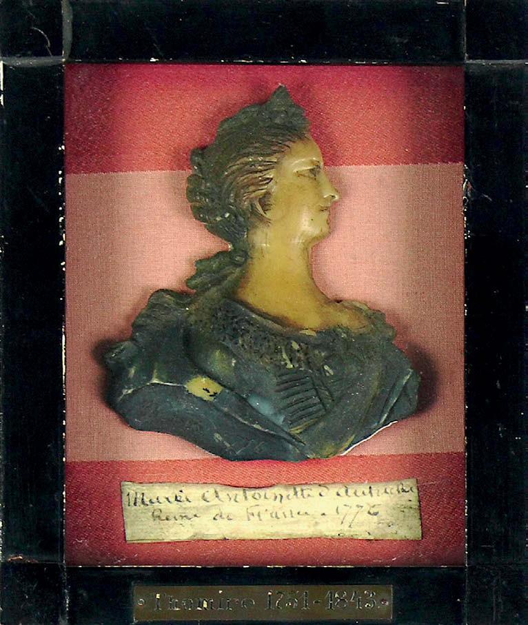 Bustes et représentations en cire de Marie-Antoinette Marie157