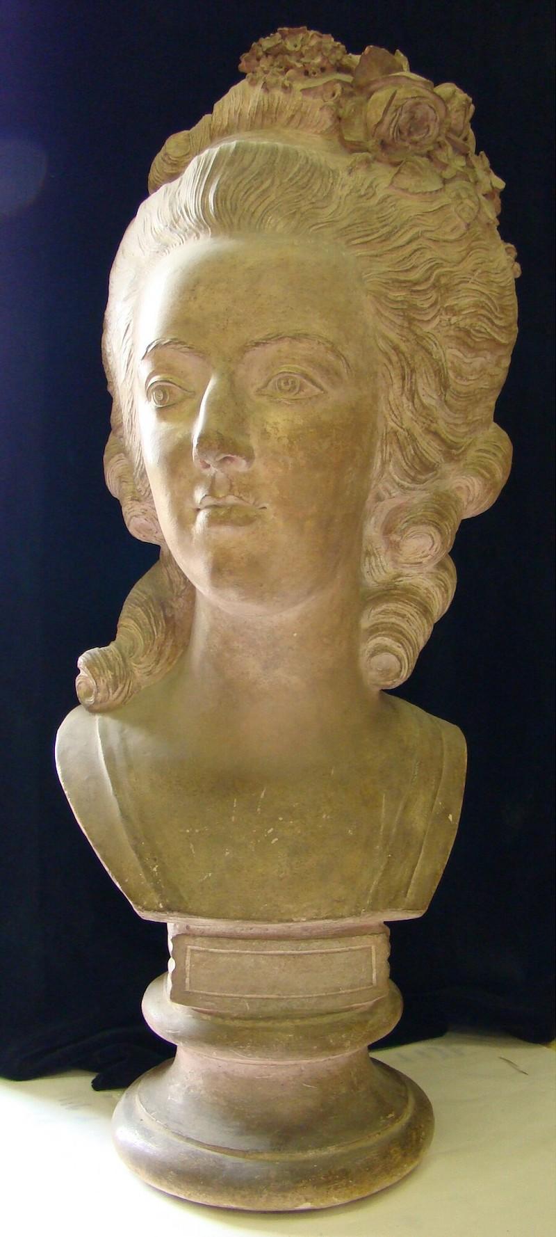 Bustes de Marie Antoinette par et d'après Félix Lecomte Marie_44