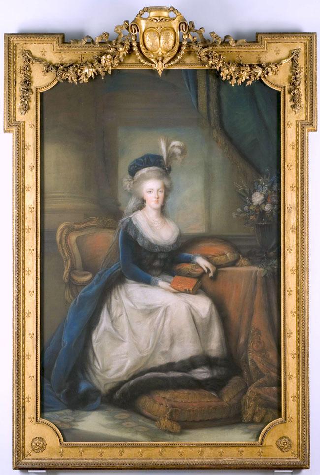 Portraits de Marie-Antoinette au livre, en robe bleue, par Vigée Le Brun (1785 - 1788 ?) Marier10