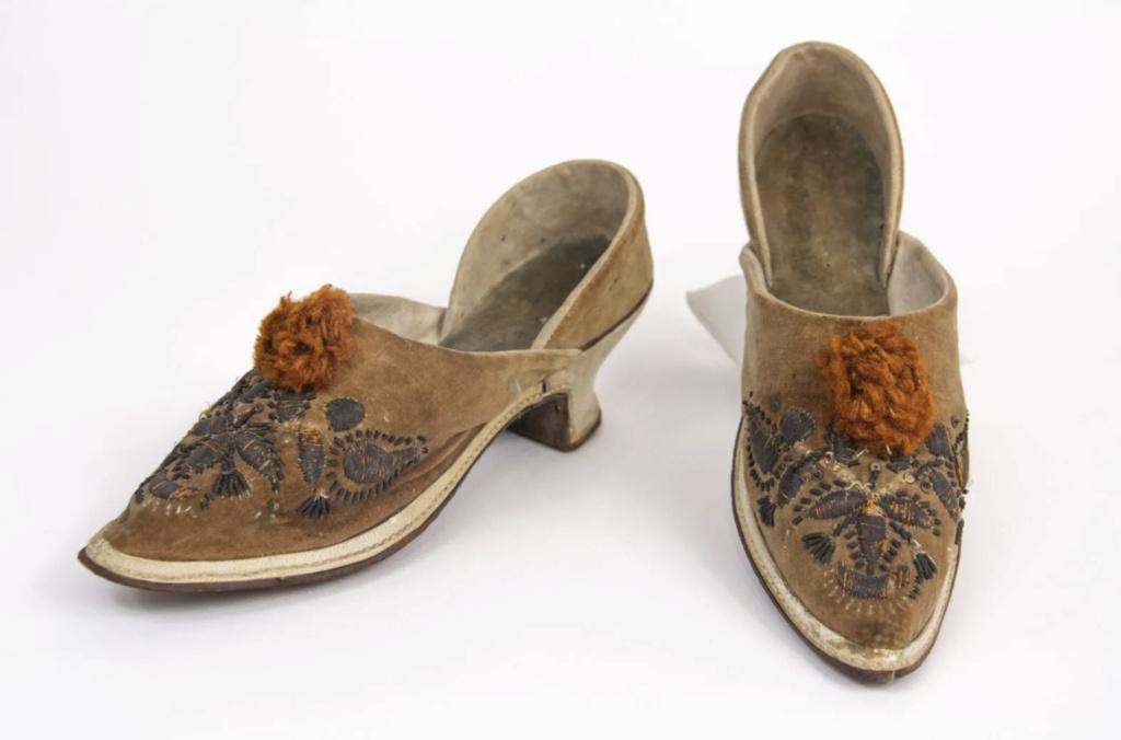 Chaussures et souliers du XVIIIe siècle - Page 2 Mules_10