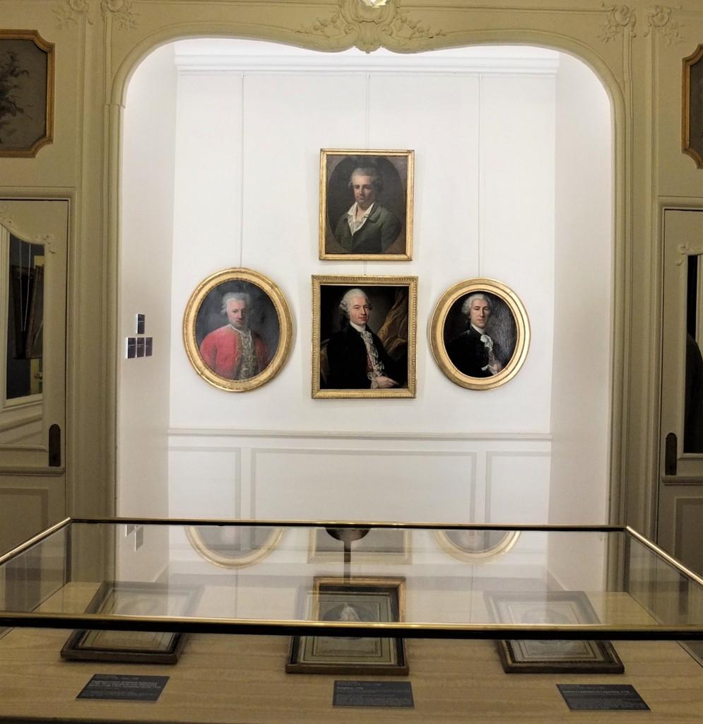 Cent portraits pour un siècle. Exposition au Musée Lambinet (Versailles) et Palais Lascaris (Nice) Ob_56310