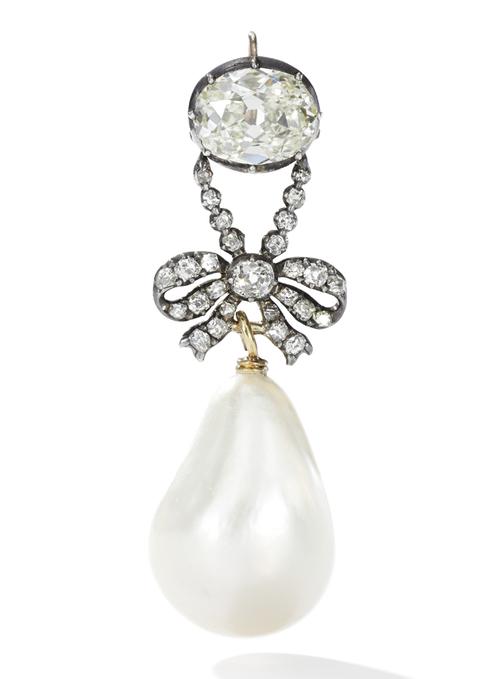 Quatre perles parmi les plus célèbres au monde : La Régente (Perle Napoléon), La Pélégrina, La Pérégrina, La perle de Marie-Antoinette - Page 2 Perle_11