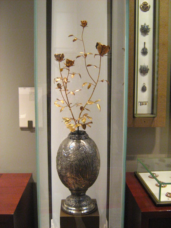 Les Roses d'or ou Roses bénites. L'exemplaire offert par le pape Clément XIV à la reine Marie-Caroline de Naples Rose_d11