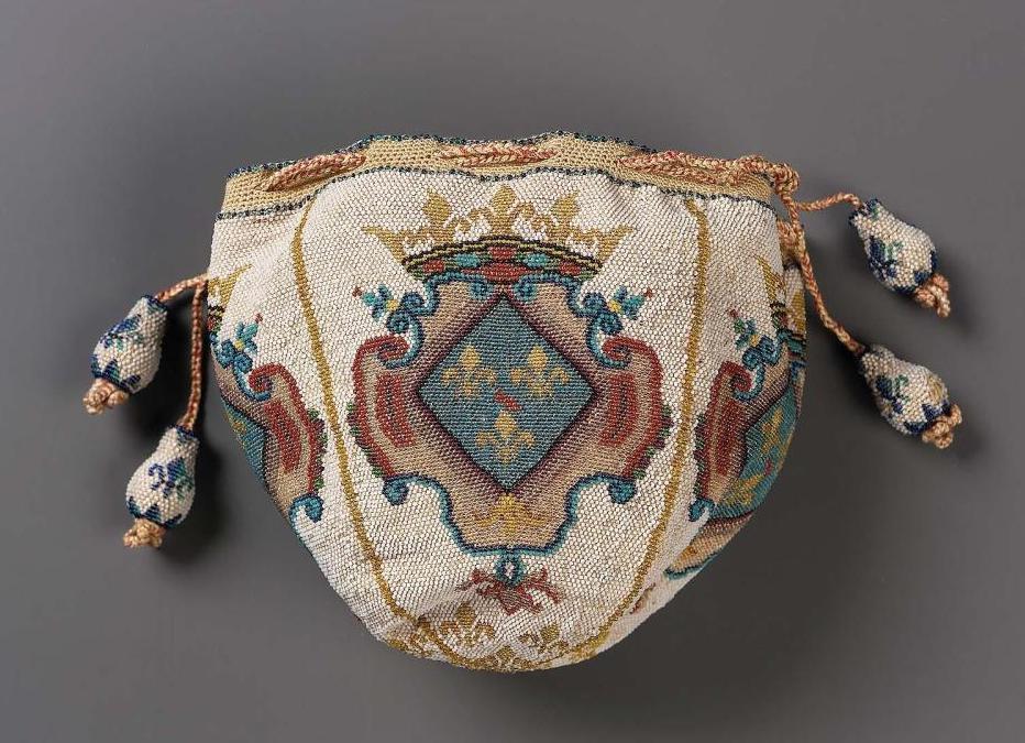 """Accessoires réalisés en """"sablé de perles"""" au XVIIIe siècle Sc810210"""